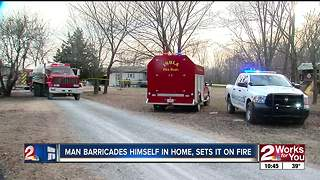 Man barricades himself in Inola home - Video