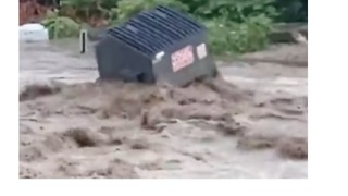 Flash Flooding Washes Away Dumpster, Threatens Buildings in Pittsburgh - Video