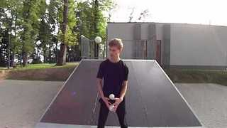 Teenager Shows Off Mind-Blowing Juggling Tricks - Video