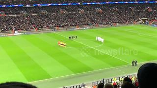 Tottenham and Juventus observe moment of silence for Davide Astori - Video