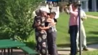 Sailor surprises grandparents during 50th anniversary party - Video