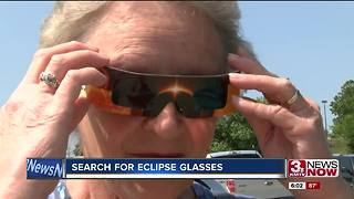 People rushing to get eclipse glasses - Video