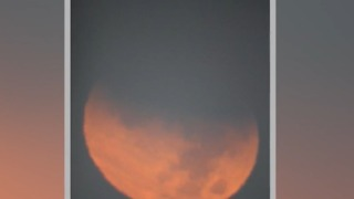 Man's journey to see the super blue blood moon - Video