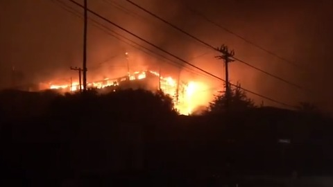 Thousands Evacuated as Rapidly Spreading Brush Fire Destroys Homes in Ventura, California