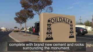 A new gateway monument greets the community of Oildale - Video
