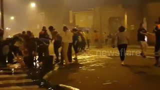 Human chain forms to help extinguish fire in Galicia - Video
