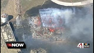 Grass fire destroys barn, several acres south of KC - Video