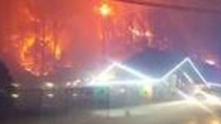Smoke From Wildfire Fills Gatlinburg Streets - Video