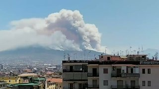 Wildfire Smoke Envelops Mount Vesuvius - Video