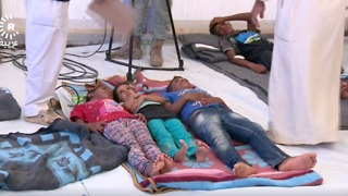 Hundreds Suffer From Food Poisoning at IDP Camp Near Mosul - Video