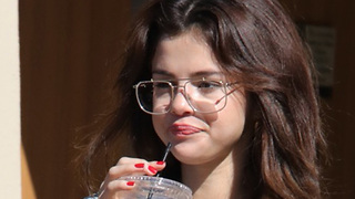 Selena Gomez Quickly MOVES ON From Justin Bieber By Doing THIS! - Video