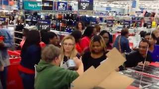 Mississippi Black Friday Shoppers Scramble for Deals at Walmart - Video