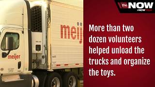 Meijer donates thousands of toys to the to Boys and girls club for Christmas - Video