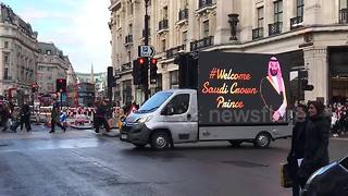 Poster vans welcoming Saudi crown prince spotted in London - Video