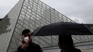 The Louvre Is No Longer Accepting Cash Over Coronavirus Fears