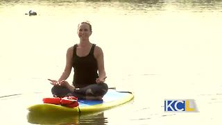 Michelle tries stand up paddle boarding yoga - Video