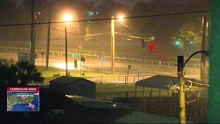 Street lights violently tossed by Hurricane Irma winds - Video