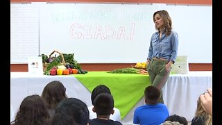 Giada shares 'snacks in the garden' with local elementary school students