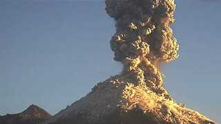 Mexico's Colima Volcano Erupts, Triggering Falling Ash Warnings - Video