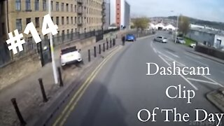 Dashcam Clip Of The Day #14 - World Dashcam - Racer Tries To Over Take A Lorry. Crashes,