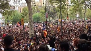 Students Occupy University of Barcelona to Demand Independence Vote - Video