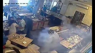 Mobile phone explodes in man's pocket during restaurant lunch rush - Video