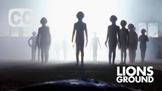 Women claims she meets with aliens every month - Video