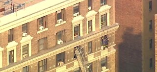 New York firefighters rescue two window washers