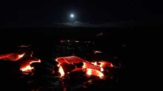 Superluna brilla sul vulcano Kilauea nelle Hawaii