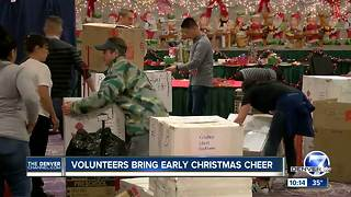 Volunteers bring early Christmas cheer - Video