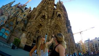 Sisters travel to Europe for the first time  - Video
