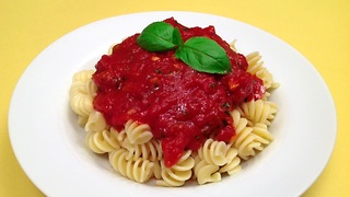 How to make marinara sauce in one minute - Video