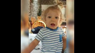 Baby has priceless reaction to jalapeno pepper - Video