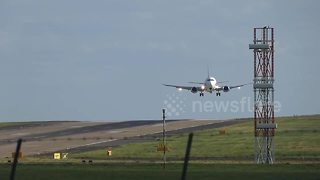 Plane struggles to land in high winds at Leeds Bradford Airport - Video