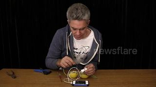Science teacher shows how to charge a mobile phone using lemons - Video