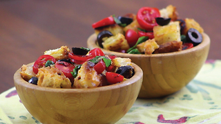 Italian bruschetta: try this delicious version... in a bowl - Video