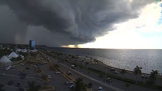 Spectacular Shelf Cloud Rolls Through Southeast Mexico - Video