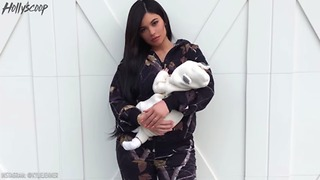 Kylie Jenner Quickly DELETES Tweet Revealing Her Pregnancy Weight Gain, Internet Goes CRAZY! - Video