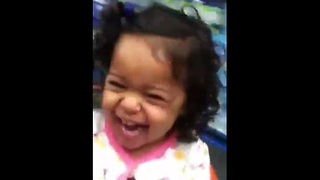 Toddlers laugh hysterically during shopping cart ride - Video