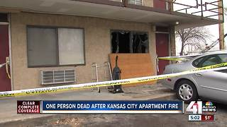 Man dies in early morning apartment fire - Video