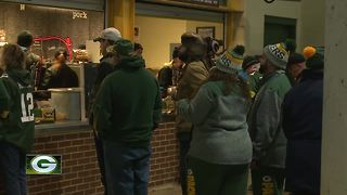 Packers fans visit Lambeau Field for the first time - Video