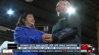 Woman says man saved her life while Christmas shopping - Video