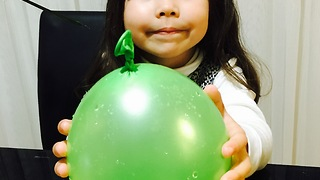 Balloon trick by 4 years old girl Isabella - Video