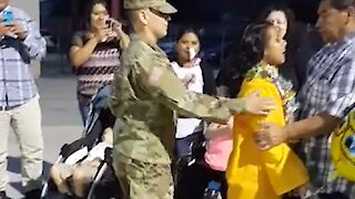 Soldier surprises sister at her graduation ceremony