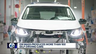 GM mass produces more than 100 self-driving cars - Video