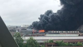 Firefighters Battle Large Blaze at Industrial Site in St Petersburg - Video