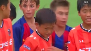 Barcelona youth soccer team consoles Japanese opponents - Video