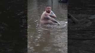 Man Takes a Bath in the Flooded Streets of Saskatoon - Video