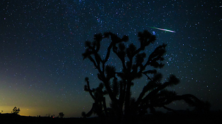 Time lapse: Breathtaking meteor shower over Las Vegas sky - Video