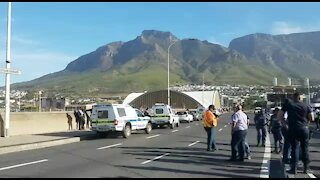 South Africa - Cape Town - Taxi Drivers Block Roads (Video) (oEV)